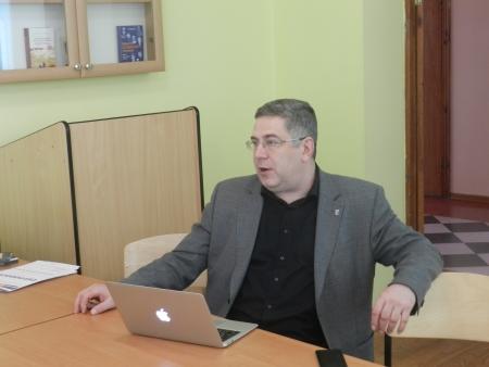 Професор Валерій Іванов: «Роз'яснювальна журналістика має бути в основі журналістських матеріалів на економічну тематику»