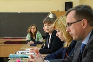 Interdisciplinary round table discussion on moral problems of journalism at Ukrainian Humanitarian Institute